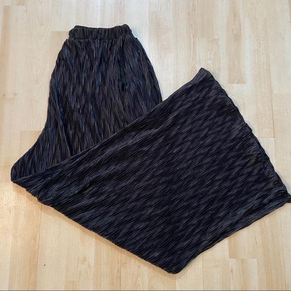 Wide leg black wrinkled culottes